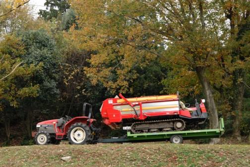 同じくヤンマーAF-26 もうこれは完全に記念写真! 秋の木立をバックにぱちりって感じです いいなあ