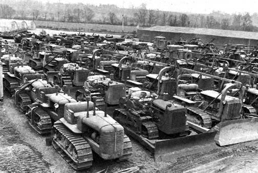 1944年、ヨーロッパ戦線に送られる(多分)トラクターの仲間たち