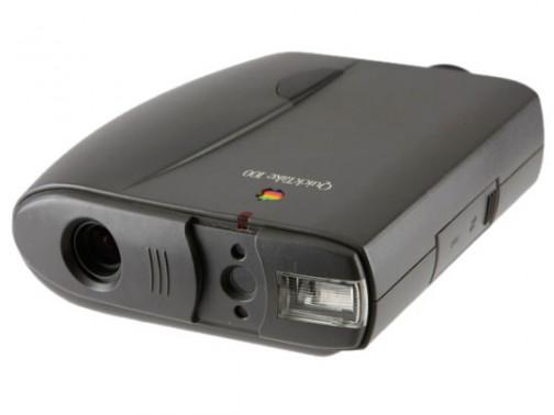 これはアップルのQuick Take 100の写真だけど、買ったのは150だったっけかなあ・・・軽いけど、大きめの双眼鏡ぐらいの大きさ
