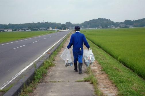 ゴミ拾いはほとんどが路肩や法面の作業です