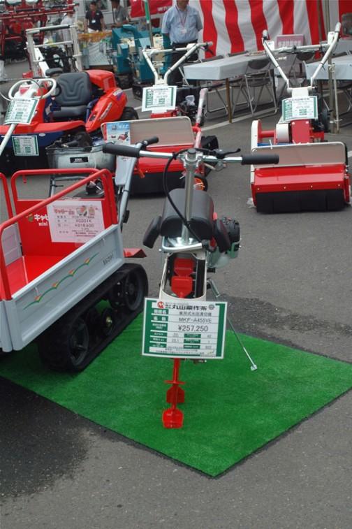 田面ライダーV3は不思議な形をしています。1輪駆動の一輪車ソリ付