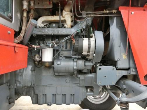 マッセイファーガソンMF690は1983年-1986年間で作られて、エンジンはパーキンスA4.248 4.1L4気筒ディーゼル、ノーマルアスピレーションで80馬力、ターボで90馬力だそうです。