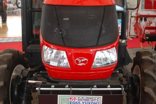 ヤンマーECOTRA(EGプロシリーズ) YANMAR TRACTOR EG65 YUXQH2 価格¥6,888,000(税込み) 正面から見ただけではEG58もEG65も全く同じに見えます。