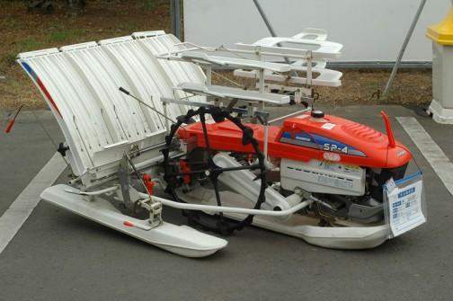 クボタ歩行式田植機 SP-4 これも大きい! 安定の良さそうな形をしています・・・新しそう 中古価格は¥185,000