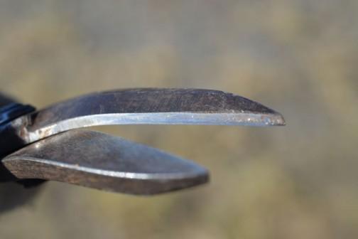 以前サンダーと砥石で研いでみたヤツです。(ハサミの研ぎかた方法論はまったく知りません)