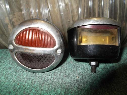 ランプの下、透明になってます。テール/ストップ/ナンバー灯兼用なんだ! 1930年代からの部品みたいです。これは1個50ドルですって!