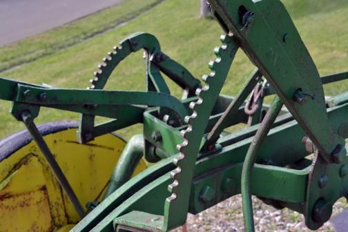 1951? John Deere Antique Plow 北海道の深耕事業に使われていたと思われるジョンディアの古いプラウ。1951年頃?