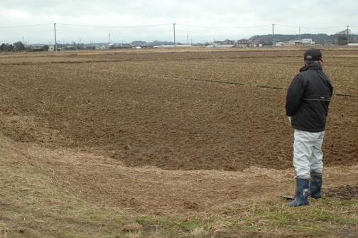 農地の点検なども行っています。(また藁が流れ込んできちゃいましたね)