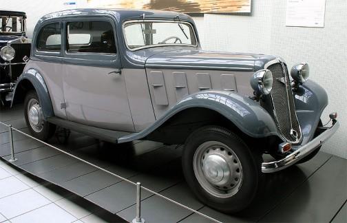 ウィキペディアより:蒸気機関のあとはどちらかといえばクルマで有名になったようで、世の中も車の方が関心が高そうです。