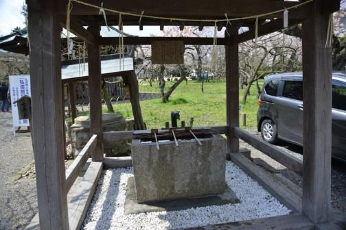 水戸藩の藩校弘道館 要石を過ぎるとこの水場があります。手水をスマートに使えるといいですね・・・