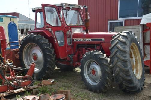 komatsu international tractor 884