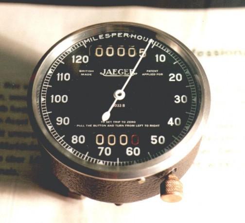 英国製JAEGER 「patent applied for」(特許出願済)とありますが、色々探しても「Jaeger patent」と書かれたものはありませんでした。