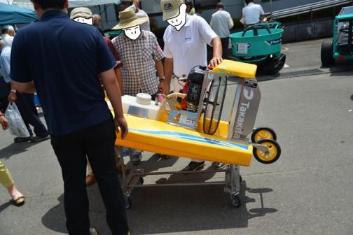 タカキタ 除草剤散布ラジコンボート「eボート」 いつも誰かしら人が近くにいて全体を撮ることはできませんでした。