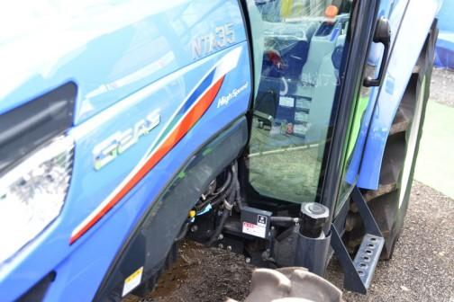 イセキ ジアス NTA35FFSGQCY 燃料タンクはNT35と同じく床下へ。