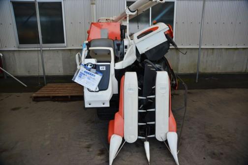 クボタコンバイン AR218 2条刈り 価格¥1,300,000 水冷4サイクル3気筒ディーゼルエンジン 1123cc 18馬力 タンク容量570リットル(約11袋)