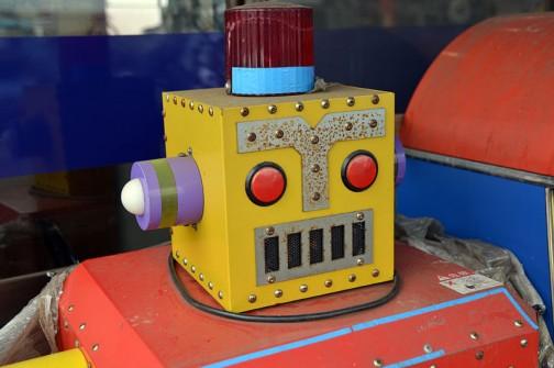 それはこれです。ロボット・・・いやいや、これはスクラップでもないし、売り物ではないそうです。