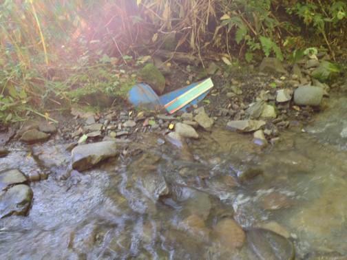 だからこんなものが川の中に落っこちていたんだ・・・きっと川を塞き止めるのにつかったのでしょう。