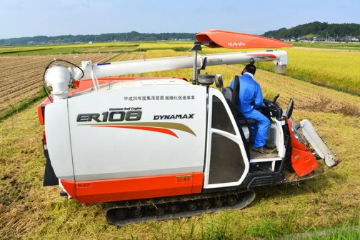 クボタコンバインER108によるコシヒカリの稲刈り