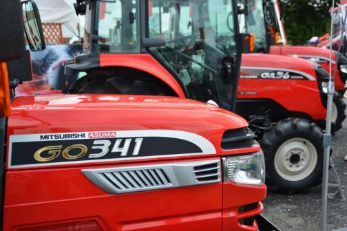 mitsubishi ASUMA tractor GO341XMY8B 価格¥4,948,560 色も形も似たような中で型番だけ違う・・・カタログ見ないとどういう性格しているのかはわからないですね・・・