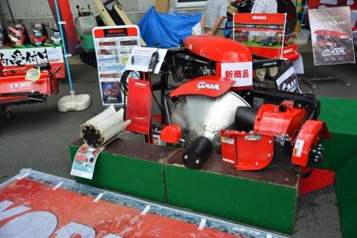 価格はXRM770T-0S ¥1296000より XRM770BT-4L ¥1,438,560まで色々みたいです。赤いガチャガチャした塊があるようで、どこをポイントに見たらイイかわからないです。