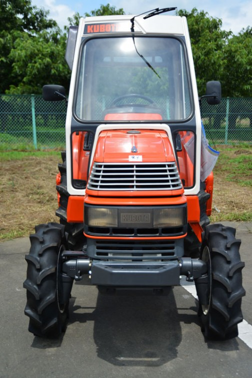 「Kubota Tractor X-24 SATURN 全農」モーレツにかっこいいレインガード付き。アステのレインガード付も見てみたい!