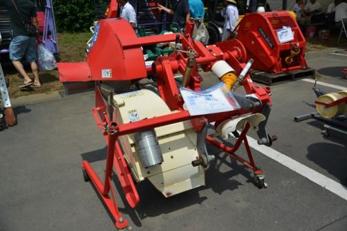 ニプロ あぜぬり機 UZ300-0S 大径ローラ付き 中古価格¥240,000