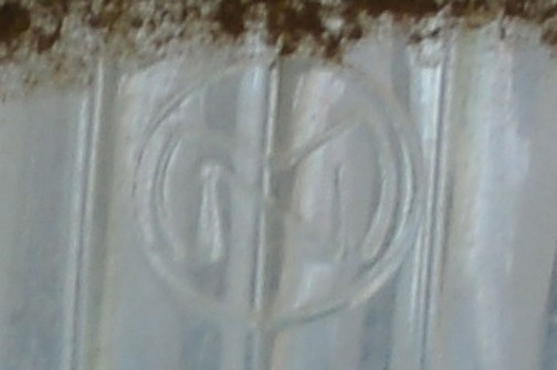 ライトの銘はこんなものです。「MN」外側の丸も含めて「OMN」か・・・