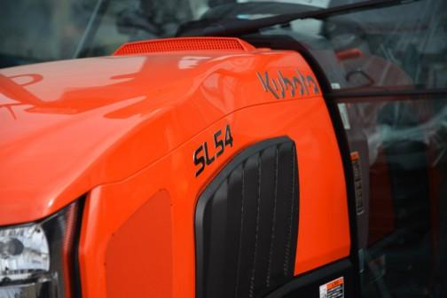 kubota_tractor_slugger_SL54HCQMANP  クボタトラクター「スラッガー」SL54HCQMANP 価格¥6,422,760  ★54馬力 ★特殊自動車3次排ガス規制に適合する最新ディーゼルエンジン ★高い伝導効率とスムーズな無段変速、デュアルドライブトランスミッション(C仕様) ★クボタスマートアグリシステム(KASAS)標準装備 ★ドロつき防止タイヤ