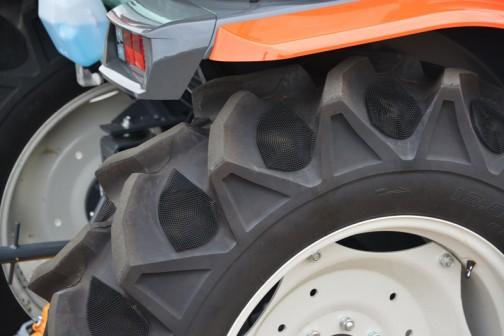 クボタ新型トラクター スラッガー SL54HCQMAND-7WF0C 価格¥7,417,440 ★54馬力 ★特殊自動車3次排ガス規制に適合する最新ディーゼルエンジン ★高い伝導効率とスムーズな無段変速、デュアルドライブトランスミッション(C仕様) ★クボタスマートアグリシステム(KASAS)標準装備