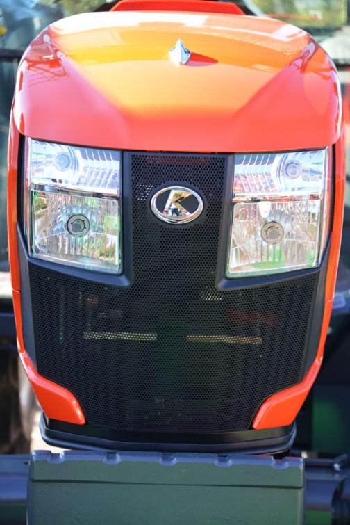 これからの顔、人型ロボット顔のSL54です。kubota_tractor_slugger_SL54HCQMANP  クボタトラクター「スラッガー」SL54HCQMANP 価格¥6,422,760  ★54馬力 ★特殊自動車3次排ガス規制に適合する最新ディーゼルエンジン ★高い伝導効率とスムーズな無段変速、デュアルドライブトランスミッション(C仕様) ★クボタスマートアグリシステム(KASAS)標準装備 ★ドロつき防止タイヤ