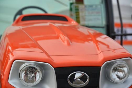 クボタトラクター KUBOTA TRACTOR GLOBE M110GFQBMPC2 価格¥12,457,800 ★110馬力 ★総排気量3769cc この絵が好きなんです。グローブ、形はみんな一緒ですけど、馬力によってずいぶん排気量に差があるんですね。135Gだと6,124ccですもん。