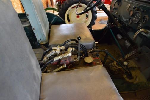 ウィリスジープ 汎用トラクタ  1951年(昭和26年)ウィリス社製(アメリカ) C-1-3A型 70馬力 ガソリンエンジン