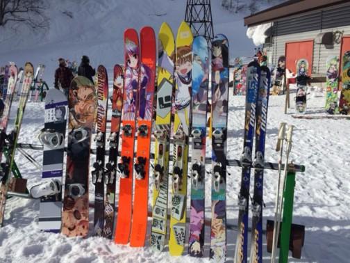 スキーシーズンですから、もちろんこんなのまであります。痛いスキー板だから「痛板」