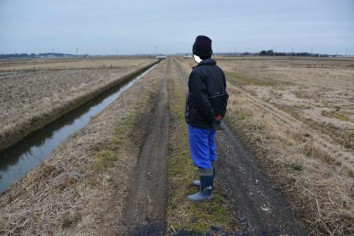 これから砂利を入れてしまうので、点検といっても「?」なのですが、農道の点検。