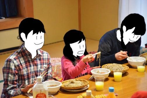 子供たちにはすぐに蕎麦が配られました。おかわりする子もいて・・・よかったね!おとうさんたち!