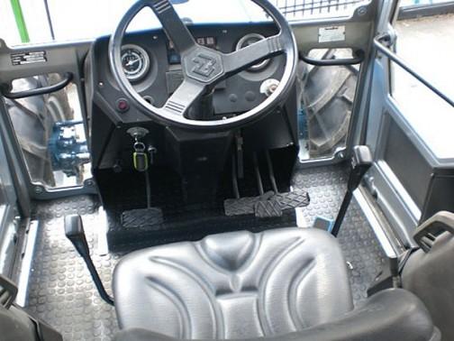 Landini 8550 の運転席。細かいところは違いますが、基本的に同じ。