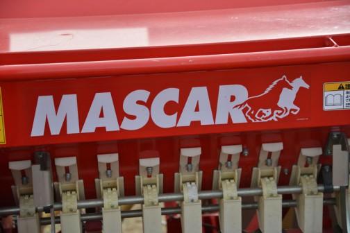 こちらはMASCARのドリルシーダー ARIZONA2516Dです。「播種」とでっかく書いてあるのでわかりやすいです。種を播く機械ですね!