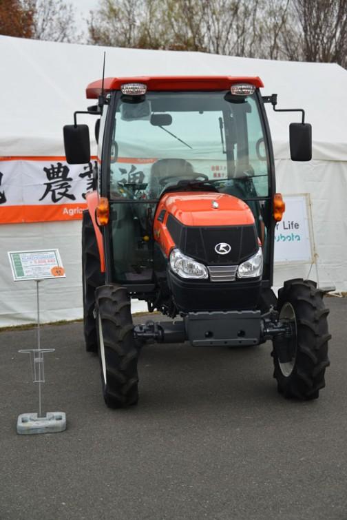 kubota tractor KL44ZHCQMANP クボタ KL44 KL44ZHCQMANP 価格¥5,608,440 ★44馬力 ★ワンタッチ省エネ変速機能「eクルーズ」最大38%の低燃費で省エネ作業 ★従来機と比べて室内の幅が20%アップ ★NEWスーパーテクノモンローで高速でも高精度な均平耕耘 ★電子制御AD倍速ターンで理想的な旋回