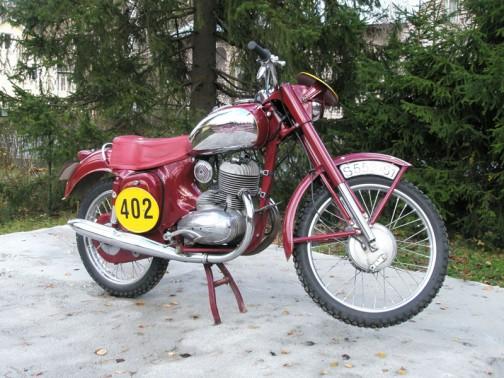 これはヤワの250ccのエンデューロバイクです。