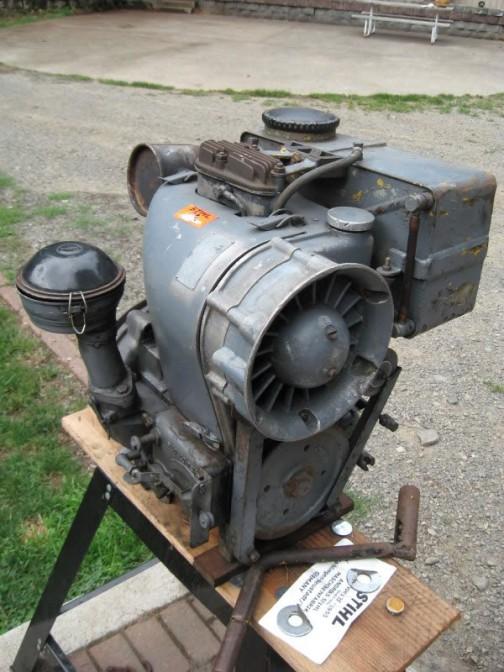 ネットで見つけた写真・・・このジェットエンジンみたいな強制空冷のファン部分がカッコいいです。単気筒なのかなあ・・・