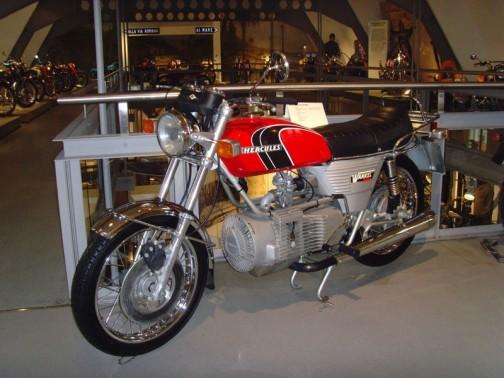 そして ヘラクレス・バンケル2000というロータリーエンジンのバイクも作っています。