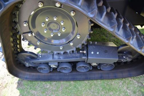 クボタ レクシア MR70パワクロ KUBOTA tactor REXIA MR70QMAXUPC1-RF4C 価格¥9,961,920 70PS パワクロ ワイドキャビン レクシアシフト eアシスト旋回 エンジン回転メモリ 本体のみの価格となります。作業機は別途 クボタ筑波工場で行われた、関東甲信越クボタグループの「元氣農業応援フェア」