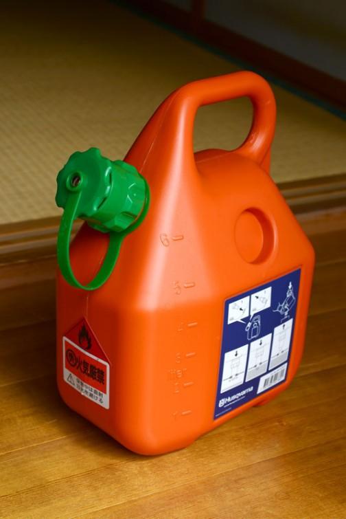 ハスクバーナの給油タンク、買っちゃいました。オレンジと緑でカッコいいです。