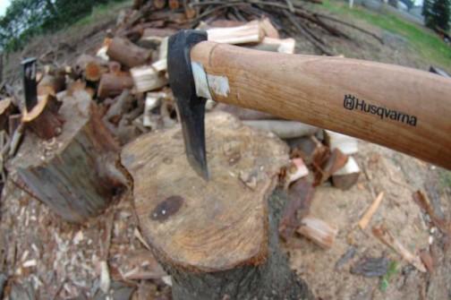 僕もハスクバーナの斧、使ってます!