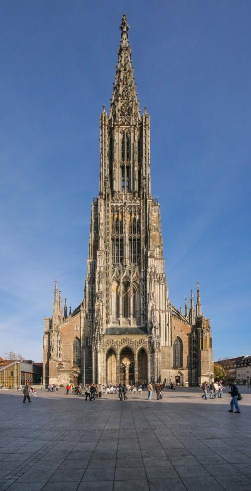 これがウルム大聖堂。確かにマークに似てますよね。