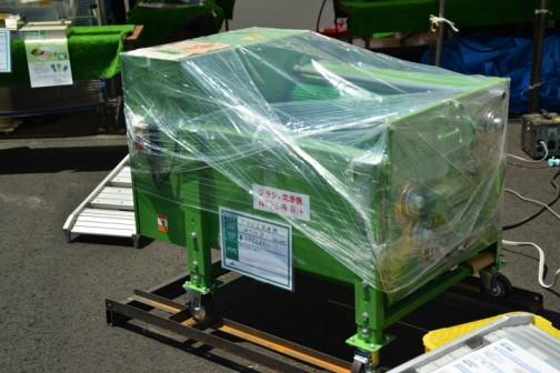 何を洗うのかわかりませんが、ブラシ式洗浄機。 NT75-8 価格¥395,280