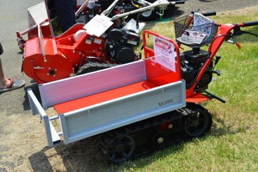 小型クローラ運搬車 キャピーmini XG303KA ¥243,000 ●最大搭載量:300kg●エンジン最大出力:3.0PS●指クラッチ、小物入れ(カゴ)標準装備!