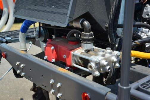 丸山製作所 スーパーハイクリアランス・ブームスプレーヤー ベジキングBSA-650CS用噴霧用ポンプ 形式:MS1000F 吐出量:100L/min 常用吐出圧力1〜2.5MPa