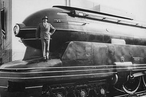1939年のことだそうです。そのS1の前に立つレイモンド・ローウィさん。ウィキペディアより。