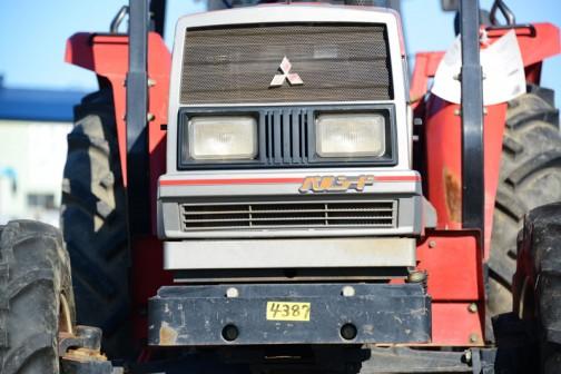 三菱トラクター MT48 48というからには48馬力なのでしょう。しかし詳細は不明です。